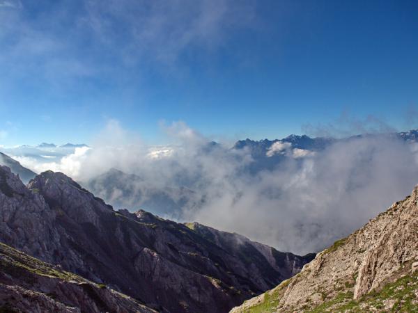 Links die Gipfel rund um den Olperer, rechts der Bereich der Ruderhofspitze in den STubaier Bergen