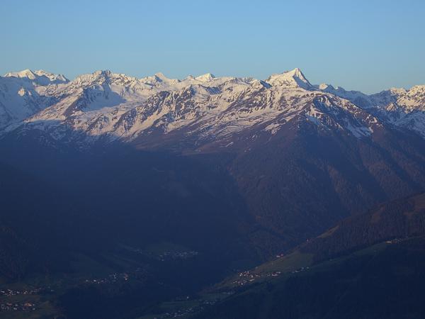 Blick zu den Stubaier Bergen
