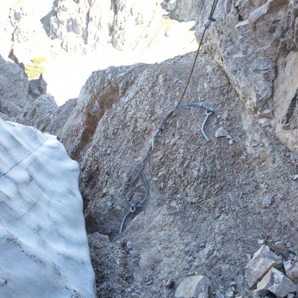 Als Warnung: an vielen Stellen sind die Seilversicherungen in einem desolaten Zustand!!