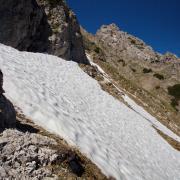 eines der sehr steilen Schneefelder zwischen Ursprungsattel und der Eppzirler Scharte
